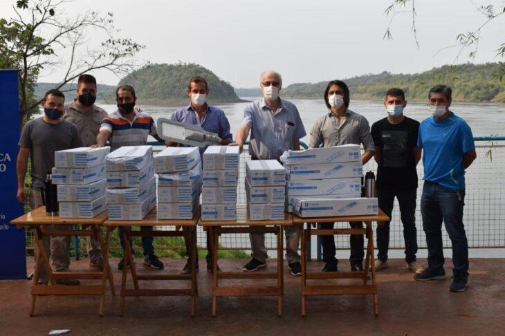 Energía de Misiones hizo entrega de luminarias al Club de Pesca de Montecarlo