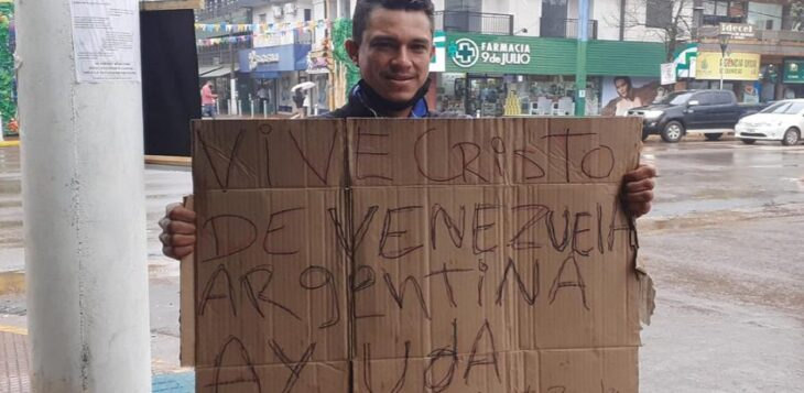 Un venezolano en Misiones: caminó tres meses y pedaleó 21 días para llegar a Puerto Rico y conocer a su hija