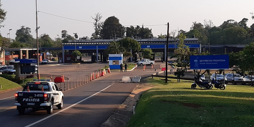 Puente que une a Puerto Iguazú con Foz de Iguazú