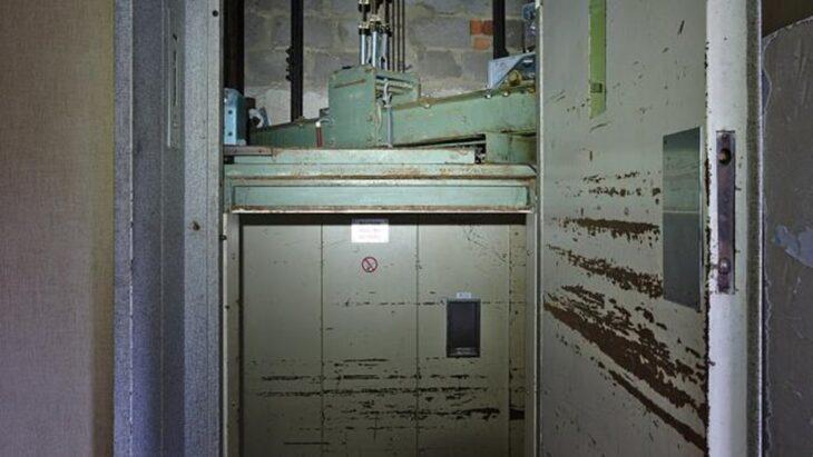 India   Hallaron un cadáver en un ascensor que llevaba casi 25 años sin funcionar