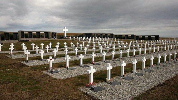 Identificaron los restos de cuatro soldados argentinos enterrados en una fosa común en las Islas Malvinas