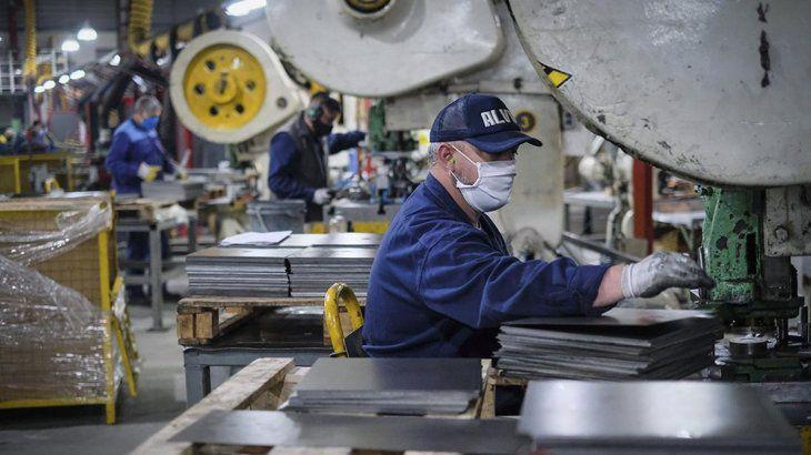 El Gobierno nacional prepara un «megaplán» para convertir los programas sociales en empleo formal