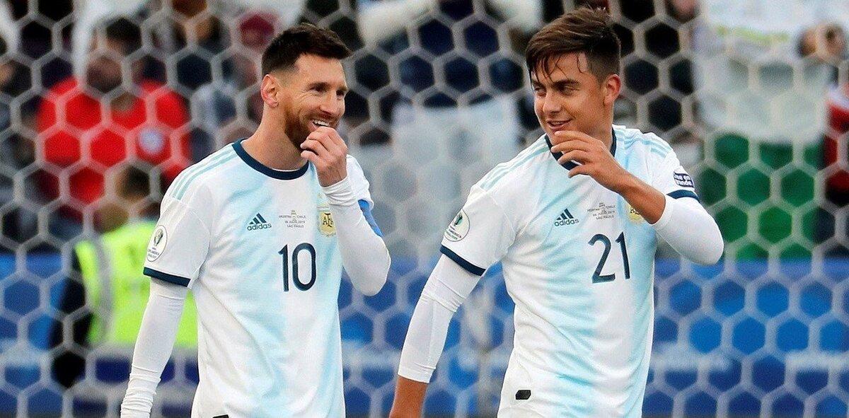 Viral: La reacción de Dybala al ver a Messi con la pechera de fotógrafo