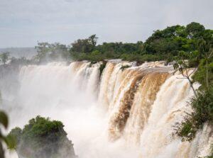 """Fin de semana XXL en Misiones: """"Las cataratas están con mucha agua y eso es un espectáculo diferente"""", señalaron desde Puerto Iguazú"""