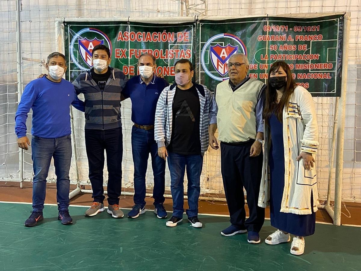 El gobernador Herrera Ahuad compartió el almuerzo por el Día del Futbolista Misionero con viejas glorias del deporte más popular