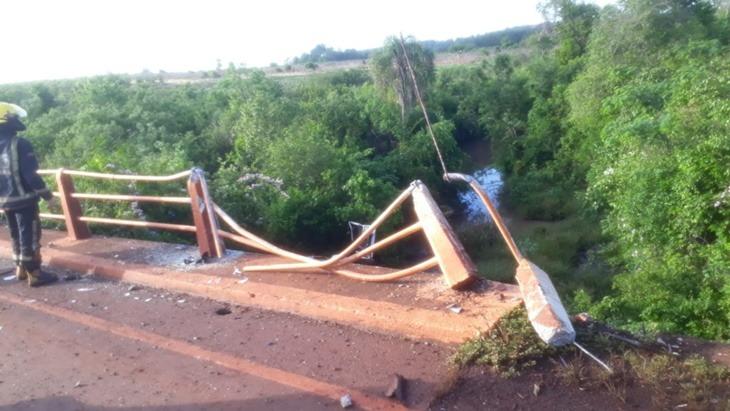 caer con su auto desde un puente
