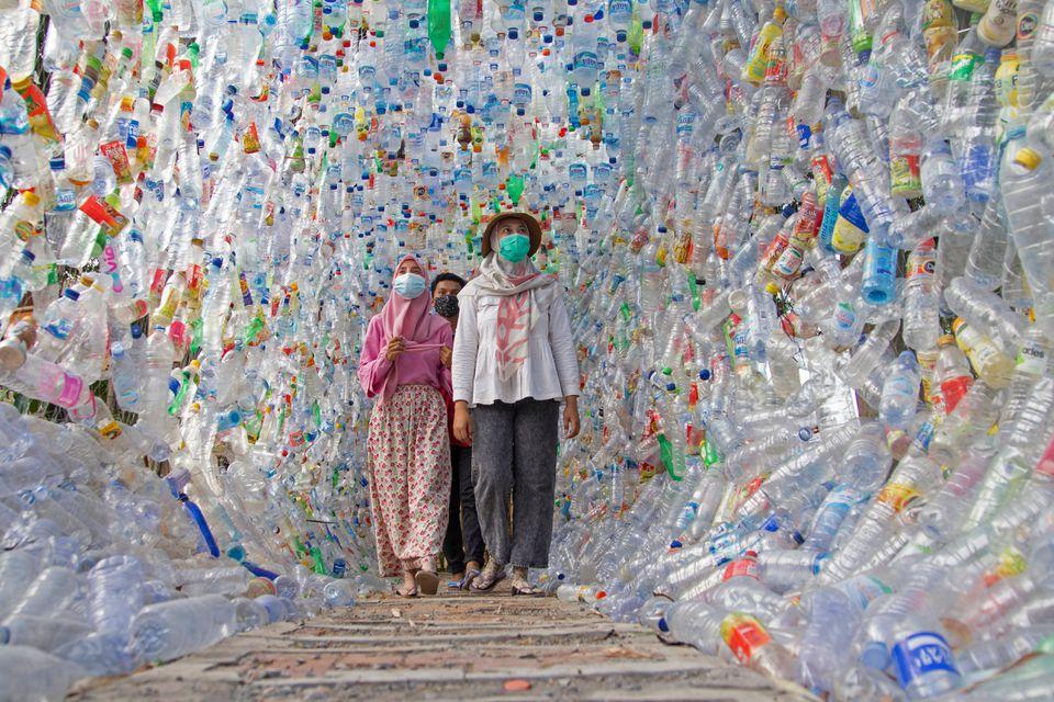 museo hecho con plásticos