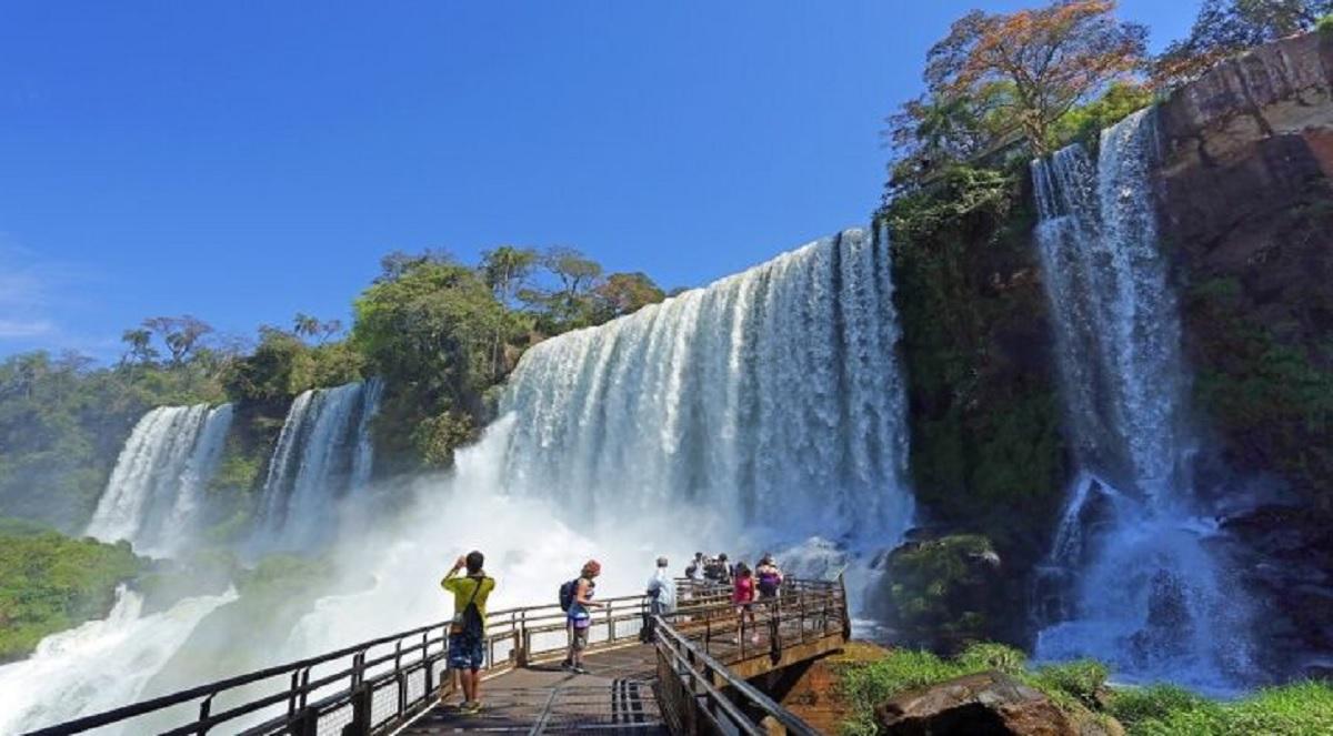 guías de turismo dentro de los parques
